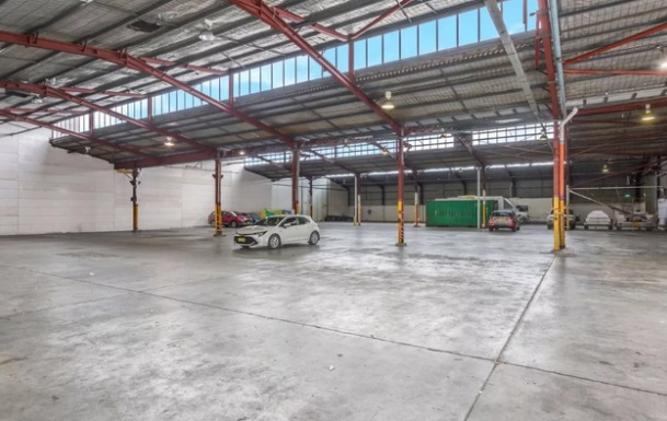 Industrial property for lease in seven hills 1